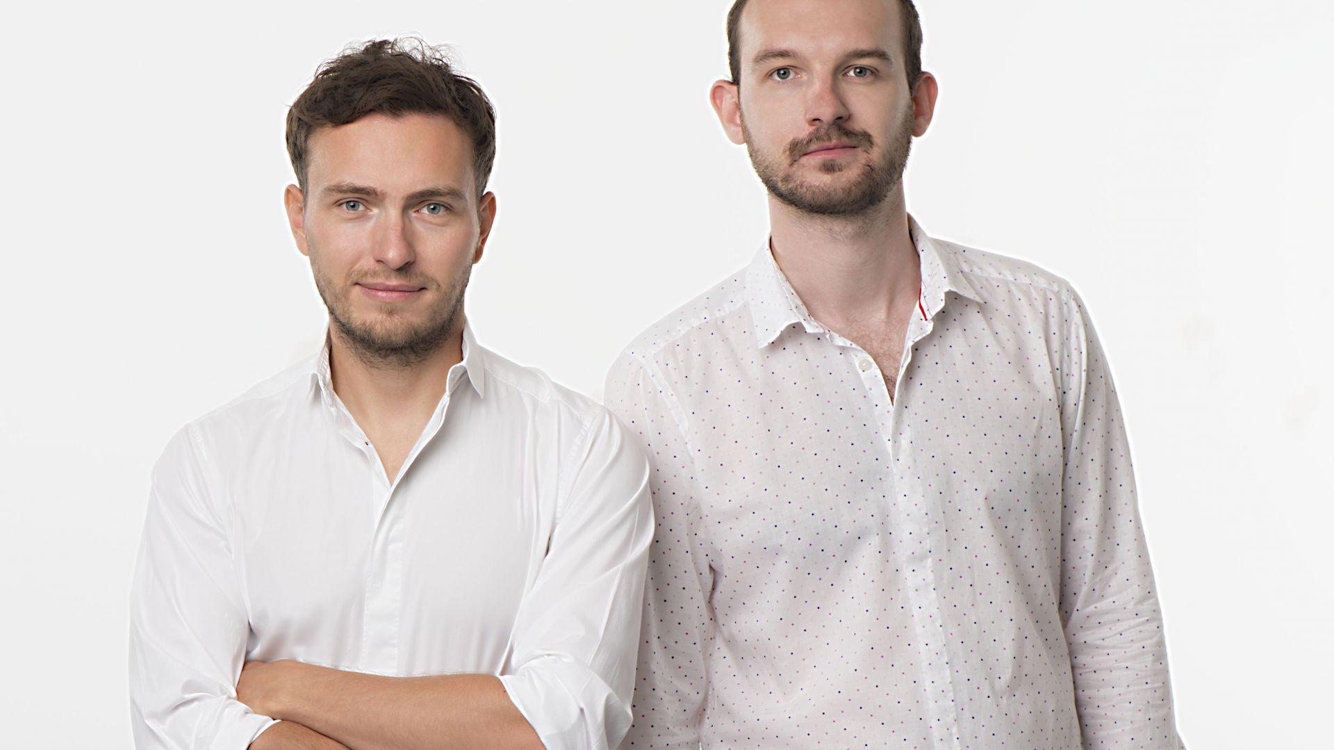 Bartłomiej Pawlak (po prawej)  od 2014 r. prowadzi wraz z Łukaszem Stawarskim studio projektowe Pawlak & Stawarski.