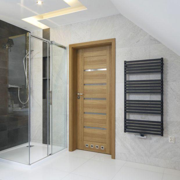 Prysznic w narożniku - pomysły z polskich domów