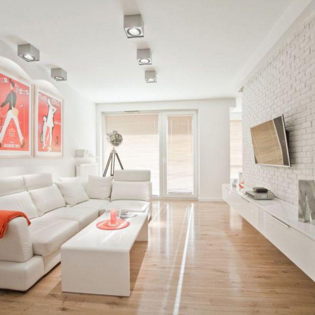 Biały salon: pomysł na jasne wnętrze