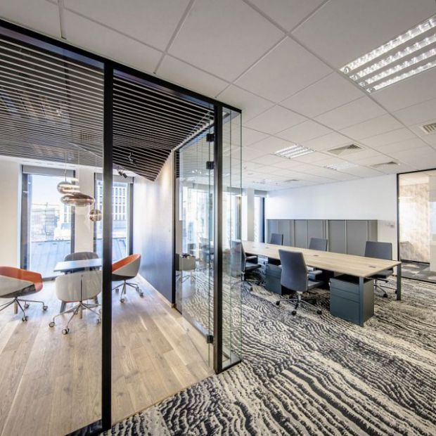 Nowoczesny design w przestrzeni biurowej Hali Koszyki
