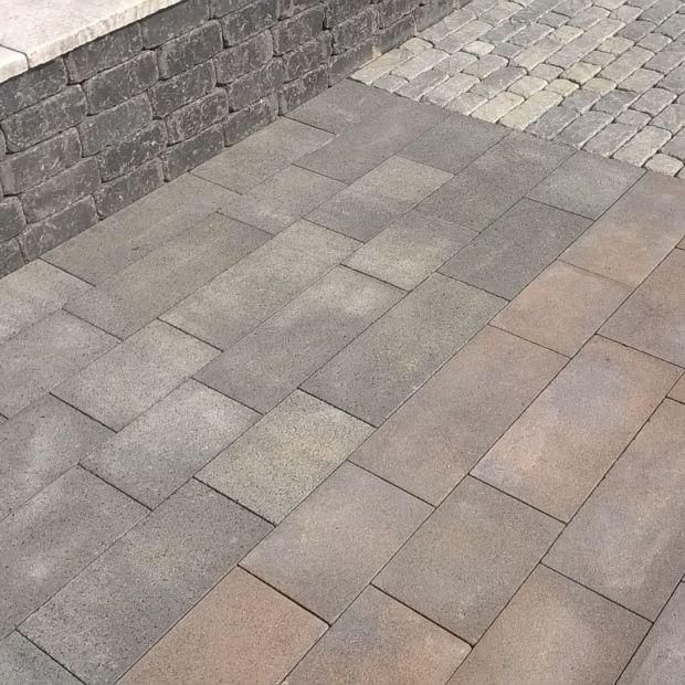 Otoczenie domu: beton w odcieniu stali – nowy kolor kostki
