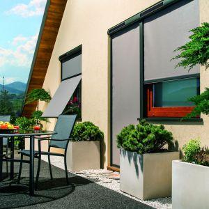 Markizy zewnętrzne stanowią doskonałą ochronę przed słońcem, zwłaszcza w przypadku dużych przeszkleń. Fot. Fakro