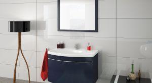 Proste i wygodne rozwiązanie to zakup gotowego lustra łazienkowego. W sprzedaży dostępnych jest wiele modeli o różnych wymiarach, kształtach i stylach, z ramą lub bez niej.