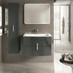 Podwieszane meble łazienkowe odsłaniają podłogę, dzięki czemu łazienka wydaje się większa. Na zdjęciu kolekcja Round. Fot. Elita