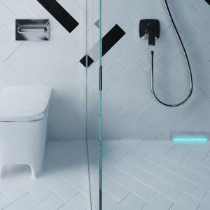 Odpływy ścienne Scada z podświetlenia LED w dowolnym kolorze: światło tworzy nastrój relaksu. Do wyboru pokrywa prosta, ze wzorem Wave oraz z powierzchnią do przyklejenia płytek.Fot. Kessel / Karolina Charlicka