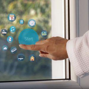 Pierwsze inteligentne okno, które poza swoimi standardowymi funkcjami oferuje możliwość oglądania telewizji, korzystania z Internetu i pracy na panelu bezdotykowym. Fot. Drutex