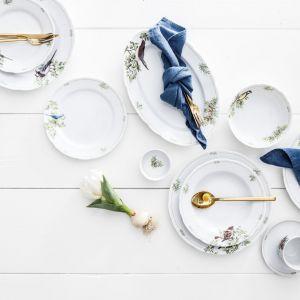 Modraszki, rudziki, zięby i czubatki, które zdobią piękną zastawę Nordic Birds zamienią stół w prawdziwy, ptasi gaj. Fot. Fyrklövern