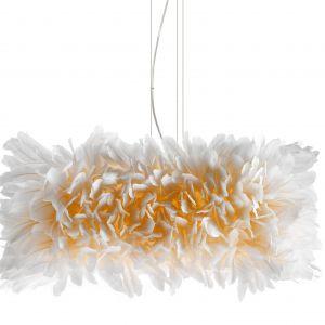 Model Kubus (proj. Heike Buchfelder) z kolekcji lamp wykonanych z piór przez berlińskich rzemieślników.Fot. Pluma Cubic / kookudesign.com