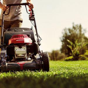 Pielęgnacja trawnika. Kosiarka Honda HRX_537. Fot. Honda