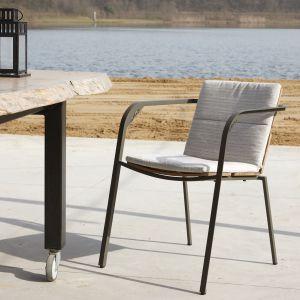 Krzesło Duke na tarasy i do ogrodu. Fot. Spoinq / BM Housing