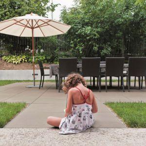 Bezpieczne nawierzchnie ogrodowe. Fot. Libet