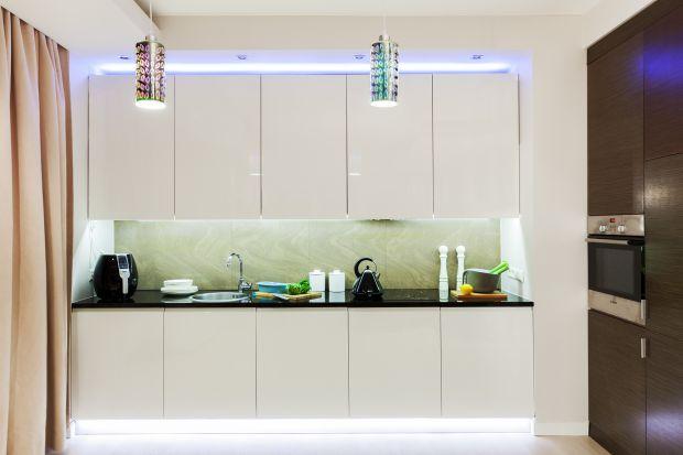 Nowoczesna kuchnia : wygodne oświetlenie podszafkowe