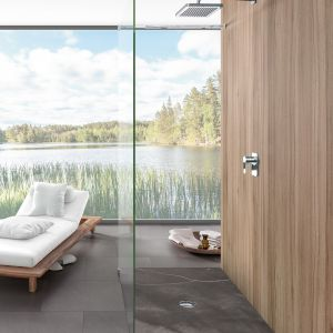 Za sprawą technologii ViPrint można osiągnąć efekt, zarezerwowany dotąd dla pryszniców wyłożonych płytkami i jednocześnie cieszyć się funkcjonalnością superpłaskich ceramicznych brodzików. Fot. Villeroy & Boch