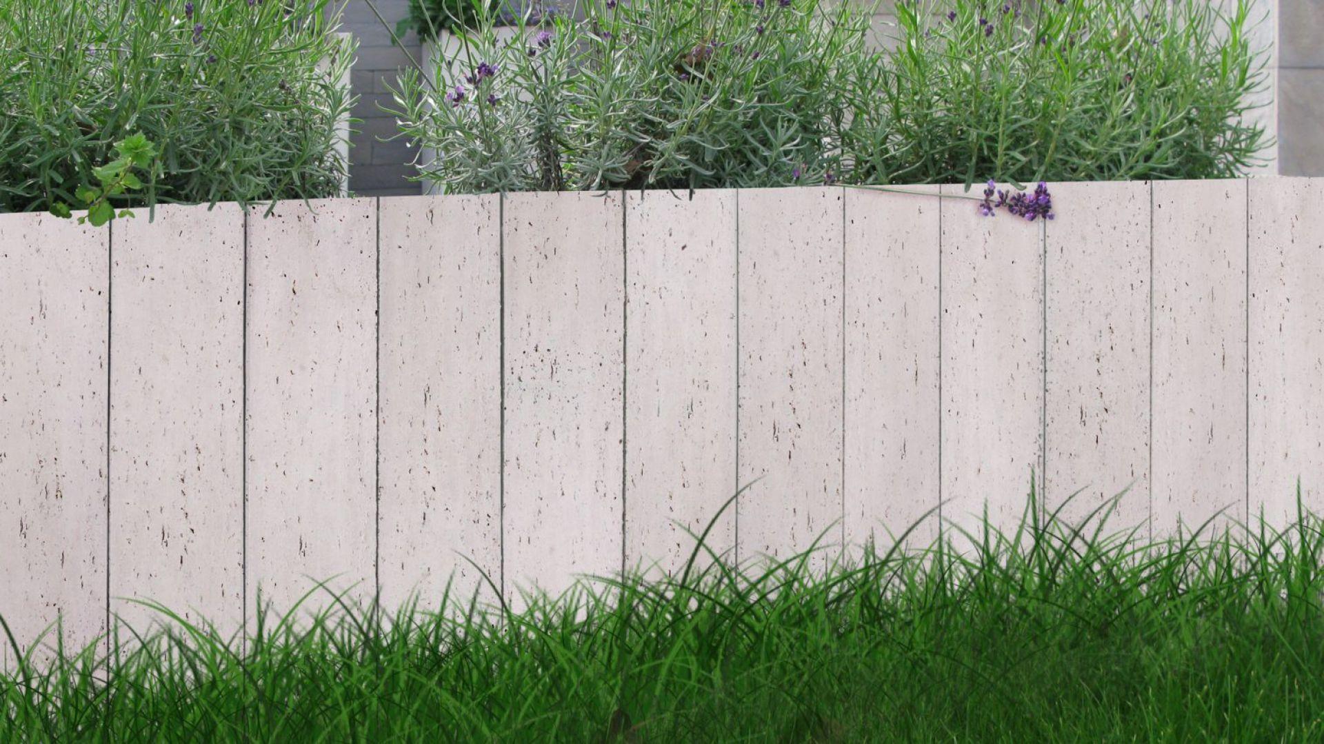 Subtelna powierzchnia i prosta, elegancka forma sprawiają, że nowoczesna palisada doskonale wpisze się w otoczenie utrzymane zarówno w nowoczesnym, jak i klasycznym stylu. Fot. Libet