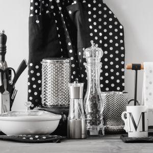 Nowoczesna kuchnia: czarno-białe dodatki. Fot. home & you