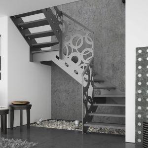Schody Stella oparte na konstrukcji metalowej, ze stopniami z mozaiki bukowe. Fot. Rintal Polska