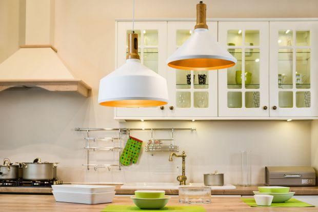 Odpowiednie oświetlenie kuchni ma ogromne znaczenie. Lampy nie tylko zdobią wnętrze, ale również pełnią funkcję praktyczną.