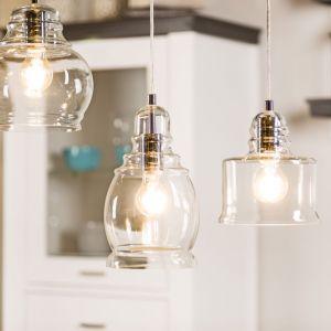 Szklane klosze lamp pozwolą mocno doświetlić pomieszczenie kuchenne. Na zdjęciu model Nova. Fot. Britop Lighting