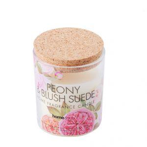 Kompozycja zapachowa świecy Corque uwalnia aromat kwiatu piwonii. Fot. Home&You