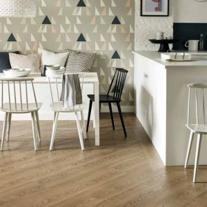 Panele winylowe z kolekcji Amtico Form linia produktowa Natural Wood Grain Emboss. Fot. Carpet Studio