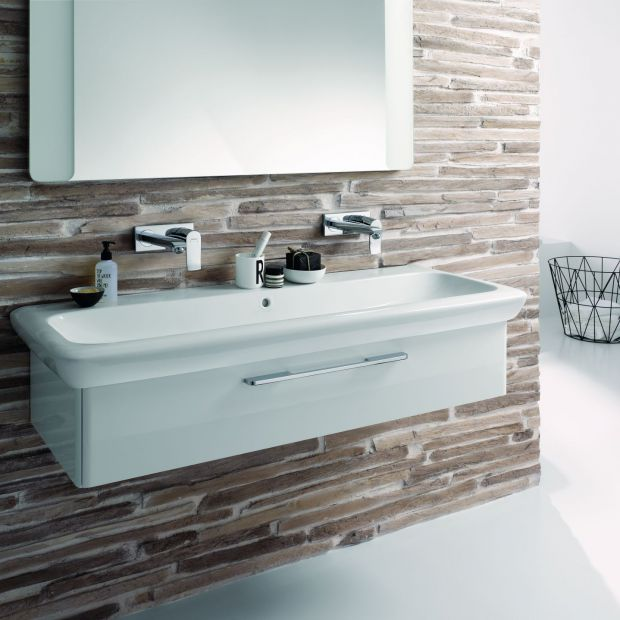 Modna łazienka. Sprawdzone sposoby na umywalkę