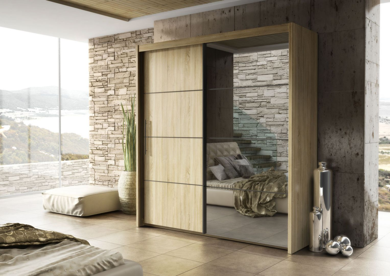 Szafa Inova ma piękną kolorystykę drewna, a ciemne szkło dodaje jej elegancji. Fot. FM Bravo