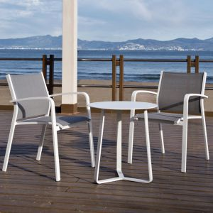 Krzesło Faro, stolik Lisbon. Fot. Miloo
