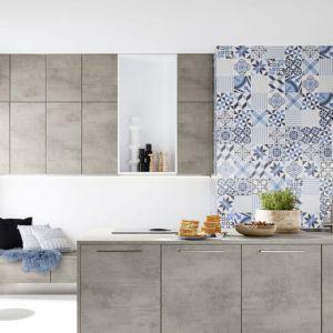 Kuchnia STONE CONCRETE/ FEEL ARCTIC WHITE oparta na kontrastowych zestawieniach. Fot. Nolte Küchen