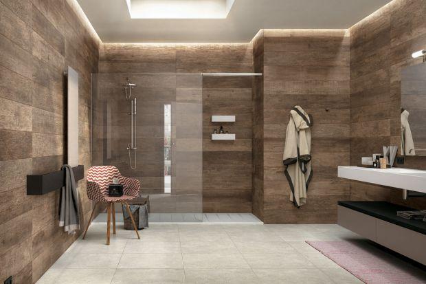 Modna łazienka - płytki jak drewno są na topie!