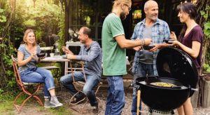 Grillowanie kojarzy się zazwyczaj ze stekami, porcjami kurczaka, szaszłykami czy rybami. Ale na grillu można przyrządzić prawie wszystko. Co byście powiedzieli na amerykańskie naleśniki na śniadanie, polędwiczki po koreańsku na obiad i klasyczn