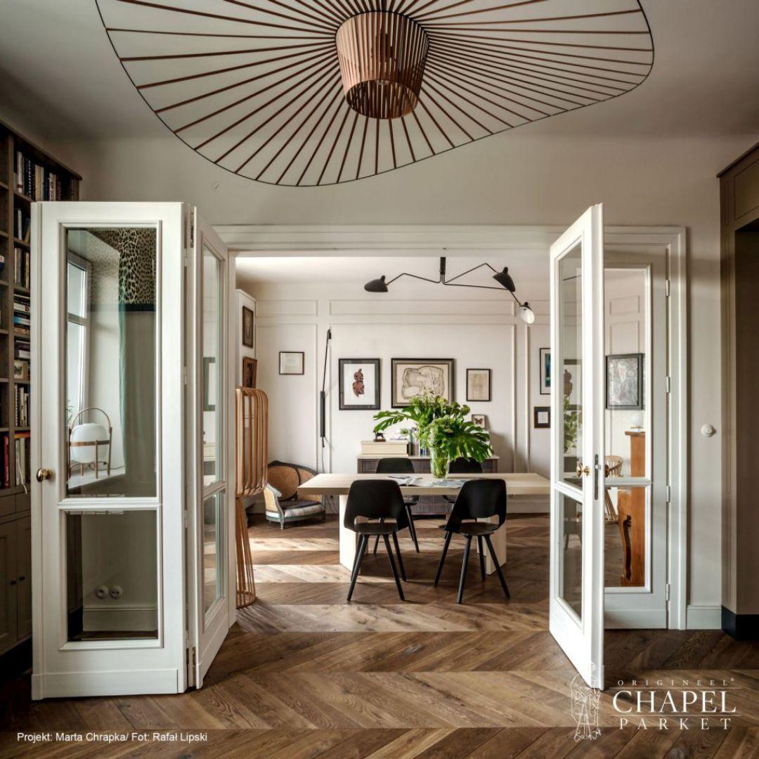 Piękna podłoga będzie wizytówką całego mieszkania. Projekt: Colombe Design. Fot. Chapel Parket