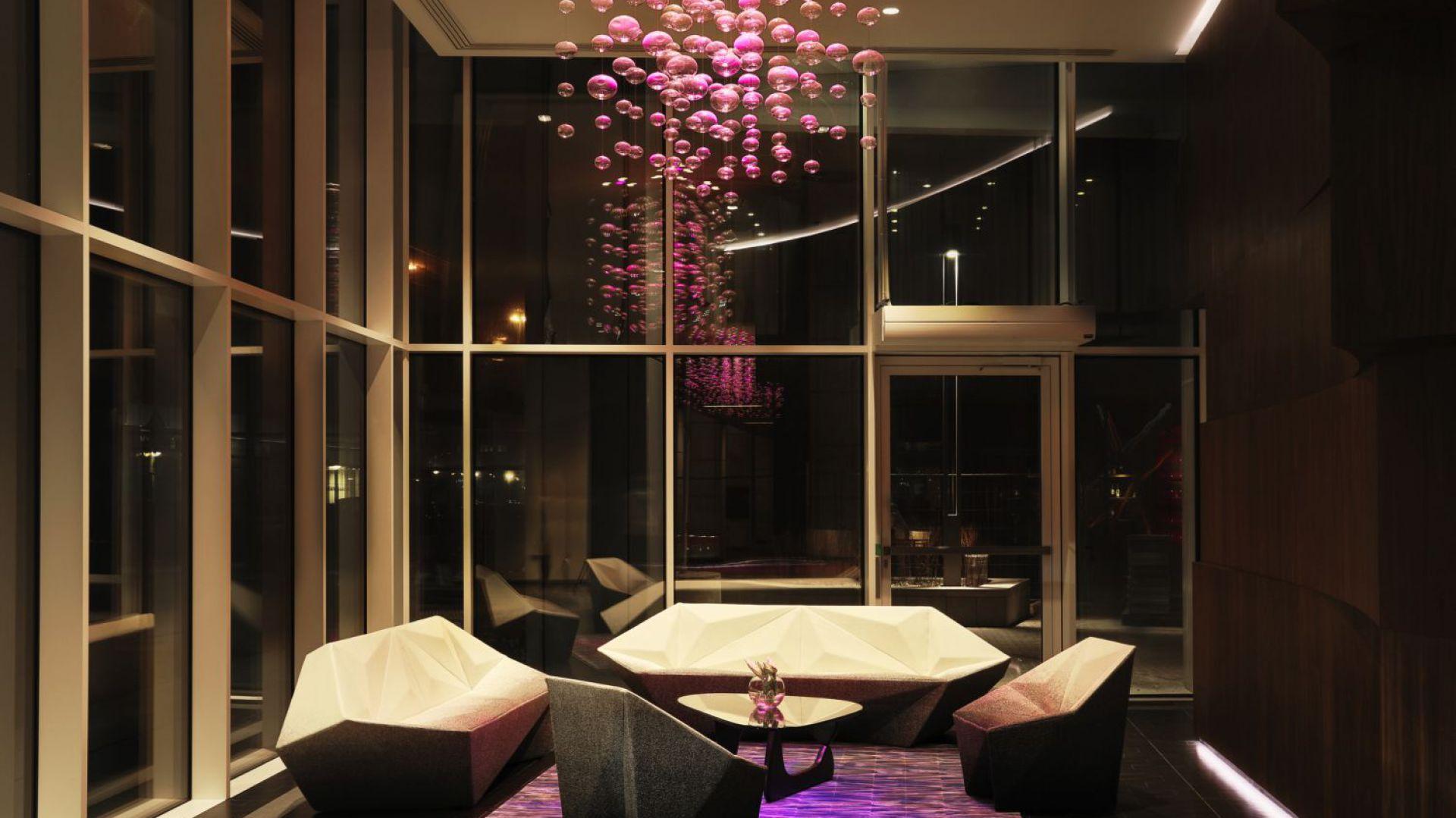 Lobby budynku przy Złotej 44 w Warszawie zaprojektował sam David Libeskind. Fot. materiały prasowe