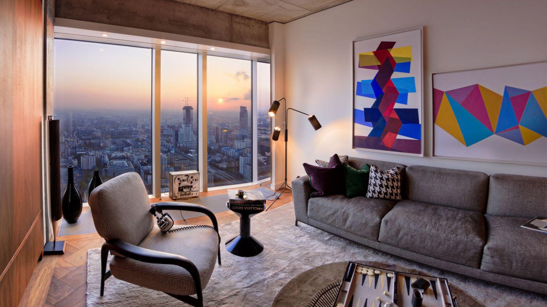 Luksusowe apartamenty zaprojektowała renomowana brytyjska pracownia Woods Bagot. Oprócz najwyżej klasy wykończenia, komfort zapewniają również inteligentne technologie. Fot. materiały prasowe