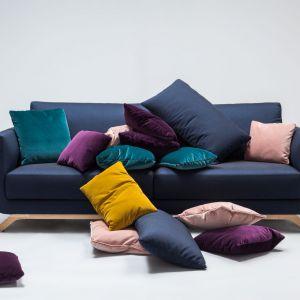 Nowoczesna, stonowana linia to cechy wyróżniające sofę Pesto. Ten modułowy mebel można dopasować do swoich potrzeb, łącząc siedziska i szezlongi o różnych długościach. Fot. Comforty