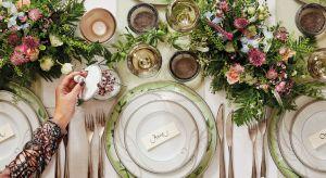 Kwiatowe ornamenty, florystyczne motywy na porcelanie czy tekstyliach to jeden z gorących trendów tego sezonu.