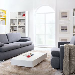 Sofa Enzo w modnym szarym kolorze, z funkcją spania i pojemnikiem na pościel. Cena 2.299 zł Fot. Black Red White