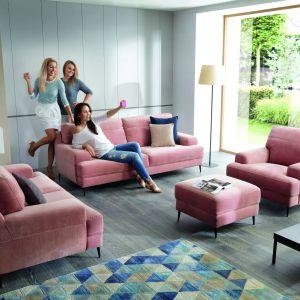 Kolekcja Mondo to sofy i fotele o wygodnych rozmiarach. Cena 2.749 zł (model trzyosobowy). Fot. Gala Collezione