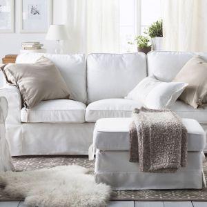 Klasyczna, miękka sofa Ektorp marki IKEA ze zdejmowanym do prania pokrowcem. Cena 899 zł Fot. IKEA