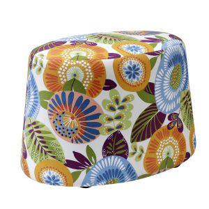 Kolorowy puf Nap wykończony tkaniną w kwiaty ożywi każde wnętrze. Fot. Swarzędz Home