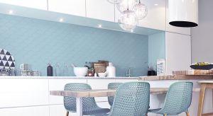 Płytki ceramiczne pełnią w kuchni ważną rolę - nie tylko chronią ściany przed zabrudzeniami i pozwalają utrzymać w niej porządek, ale również ozdabiają wnętrze.