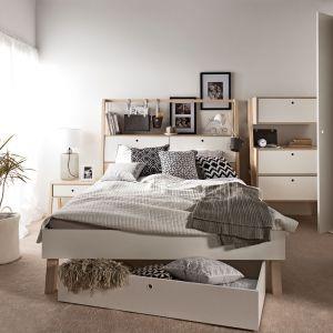 Łóżko z kolekcji Spot ma praktyczne szafki w zagłówki i drążek na którym można zawieszać organizery. Fot. Vox