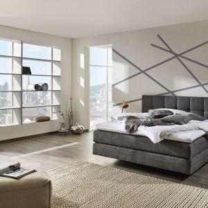 Łóżko My Suite. Szeroki, tapicerowany zagłówek zapewnia komfort wypoczynku. Fot. Huelsta