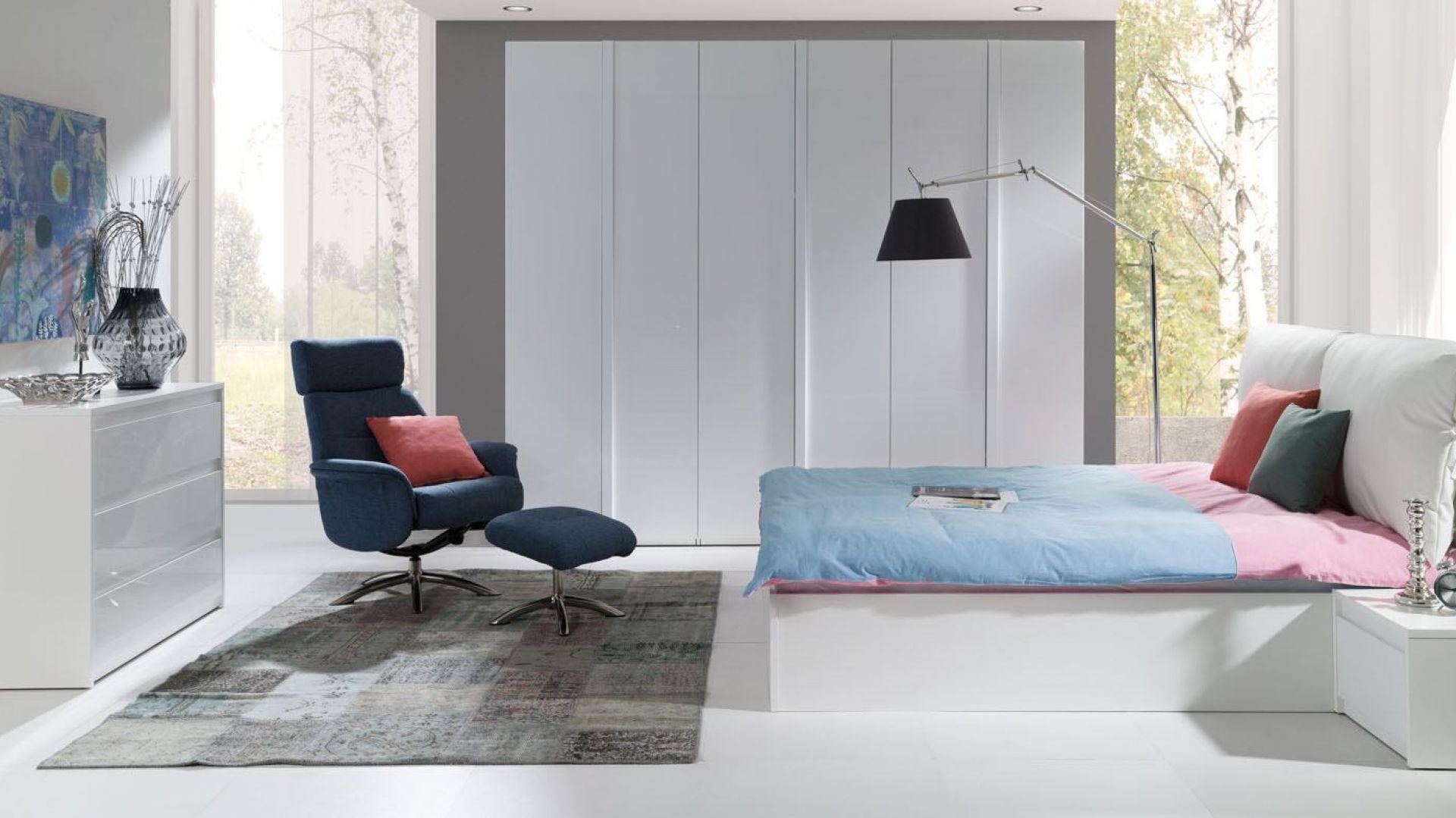 Kolekcja Italia ma nowoczesną stylistykę. Dobrze prezentuje się we wnętrzach minimalistycznych. Fot. Salony Agata