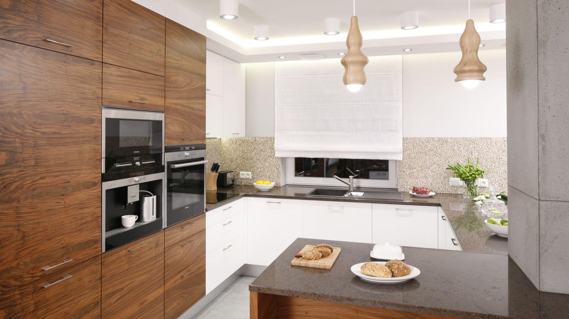 Biała Kuchnia Ocieplona Drewnem Tak Możesz Ją Urządzić