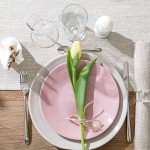Tekstylia z kolekcji Linen staną się neutralnym tłem dla aranżacji wiosennego stołu. Fot. Dekoria.pl