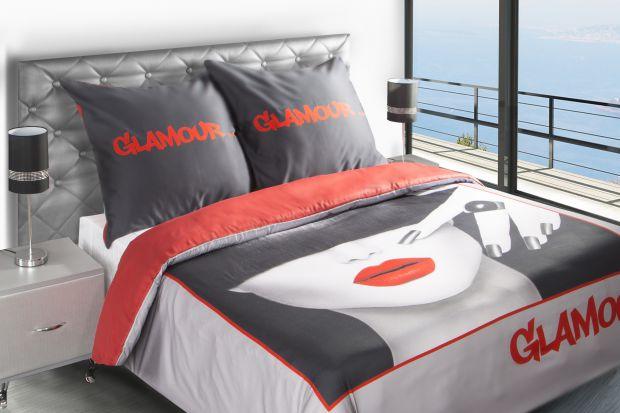 Prostym sposobem na to, aby zmienićwystrój sypialni jest wybór nowych dodatków. Poduszki dekoracyjne, narzuty, zasłony czy dywany to sposób na szybką metamorfozę.