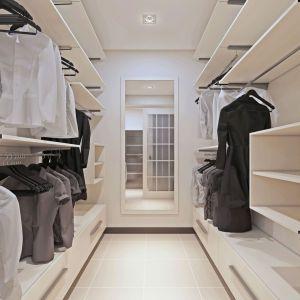 Aranżacja garderoby wcale nie wymaga dużej powierzchni. Fot. Gamet
