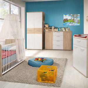 Modne białe fronty kolekcji Winnie w zestawieniu z elementami w kolorze dębu optycznie powiększą mały pokój dziecka. Fot. Meble Forte