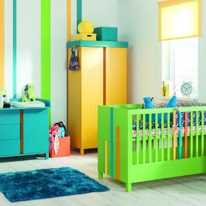 Maleńkie dzieci potrzebują bodźców, jak żywe kolory, które będą budziły w nich ciekawość świata. Kolekcja Hometown w wersji kolorowej to doskonała propozycja do pokoju maluszka. Fot. Meble Vox