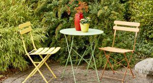 Nieduży ogród to rodzaj wnętrza, które podobnie jak małe mieszkanie, wymaga odpowiedniego dobrania dekoracji, oświetlenia, dodatków i kolorów, tak aby je optycznie powiększyć. Sprawdź, które rozwiązania sprawią, że Twój zielony zakątek wy